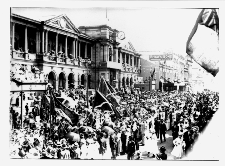 Procession in support of the First World War through Queen Street, Brisbane c. 1917